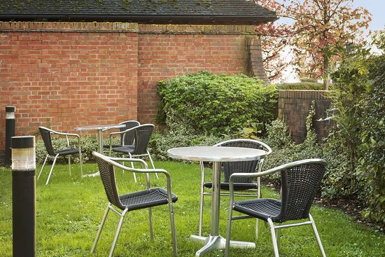 Strensham, UK: Outdoor Seating Area