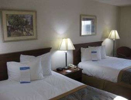 Dowagiac, MI: Guest Room With Two Beds