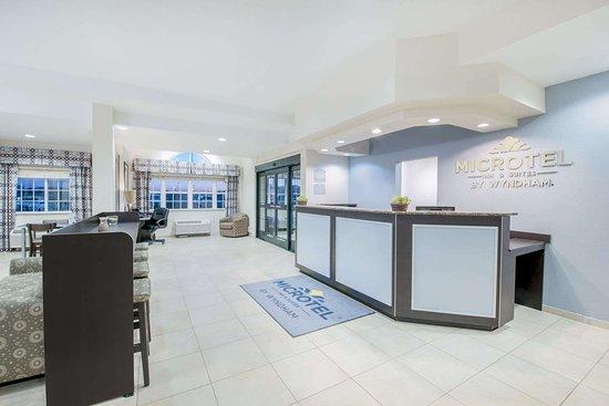 Microtel Inn & Suites by Wyndham Stanley: Lobby