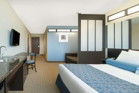 Microtel Inn & Suites by Wyndham Stanley: Suite