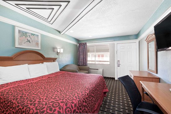 Kenedy, TX: One King Bed Room