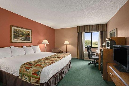 Sullivan, MO: Standard 1 King Bed Room