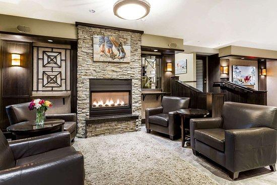 Ramada by Wyndham Penticton Hotel & Suites: Lobby