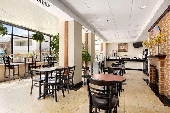 Prince George, VA: Breakfast Area
