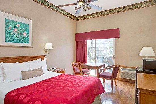 Ramada Limited Redondo Beach: 1 Queen Bed Guest Room