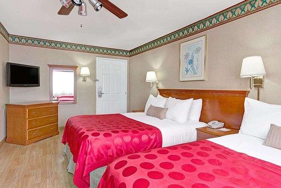 Ramada Limited Redondo Beach: 2 Queen Bed Guest Room