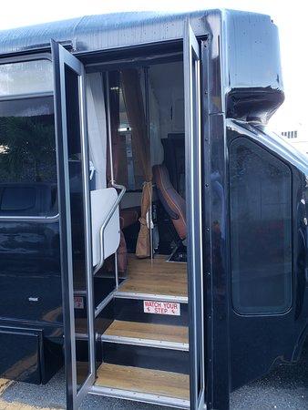 22 Passenger LIMO Bus Exterior