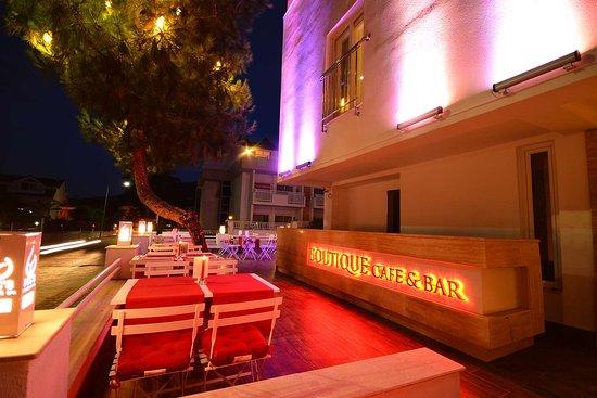 Doc's Butik Hotel - Doktorun Oteli: Exterior Cafe