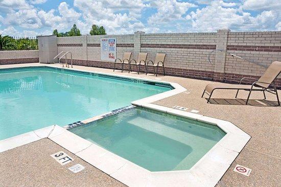 Days Inn by Wyndham El Campo TX: Pool