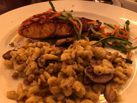 Gordon Biersch Brewery Restaurant: Salmon with Spatzle