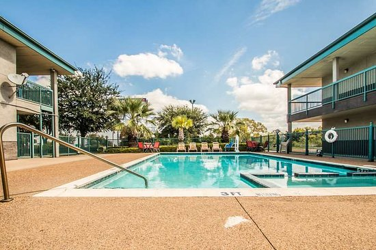 Americas Best Value Inn Forth Worth: Outdoor Swimming Pool