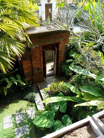 The Suci Sari: Garden