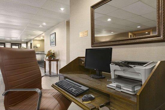 Days Inn by Wyndham Stephenville: Business Center