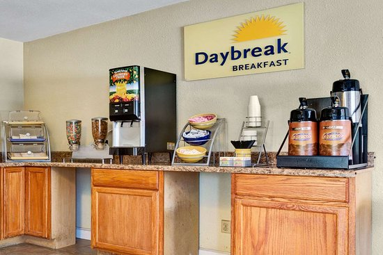 Days Inn by Wyndham Elizabeth City: Breakfast Area