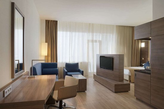 Ramada Encore by Wyndham Kyiv: Guest room