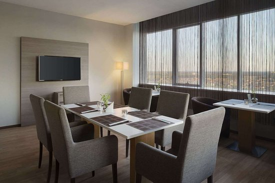 Ramada Encore by Wyndham Kyiv: Restaurant