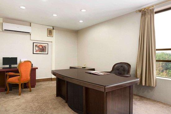 Ramada by Wyndham Jamshedpur: Business Center