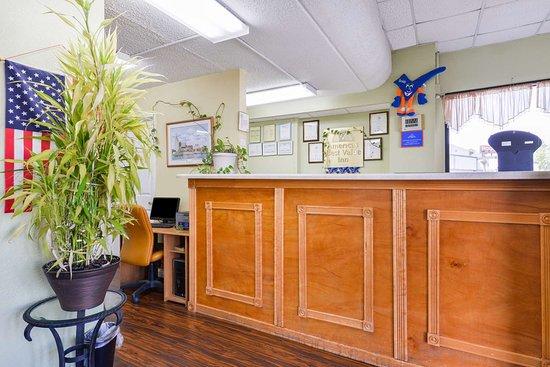 Americas Best Value Inn Nashville/South: Front Desk