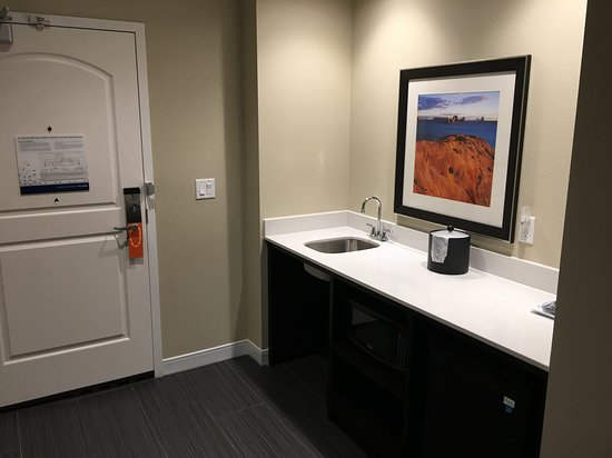Hampton Inn & Suites Page - Lake Powell: Wet bar!