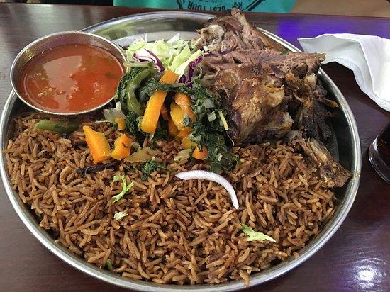 Carne con salsa y arroz