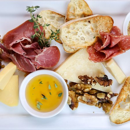 New Orleans Social House: CHEESE & CHARCUTERIE