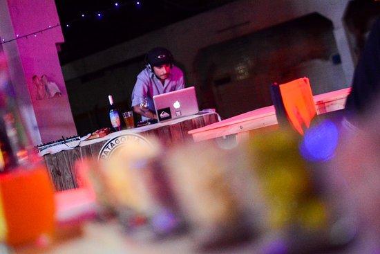 Тунуйян, Аргентина: Dj Live Sessions