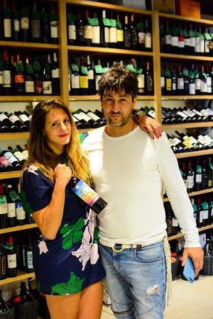Тунуйян, Аргентина: Vinoteca - Llévame Volando a la Luna Wine