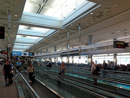 United Airlines: UA739 DEN to PHX - Moving Sidewalk Terminal B