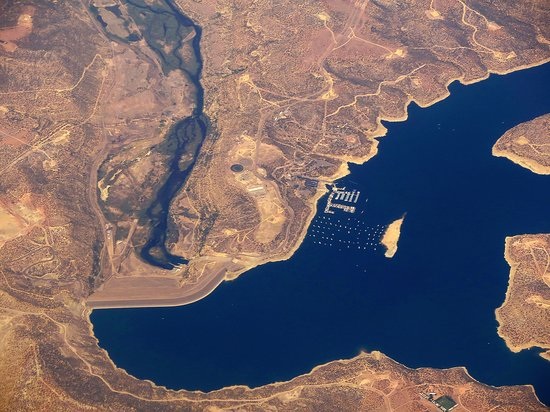 United Airlines: UA739 DEN to PHX A-319 FC Seat 2F - Mid-flight Over Navajo Dam & Lake in New Mexico