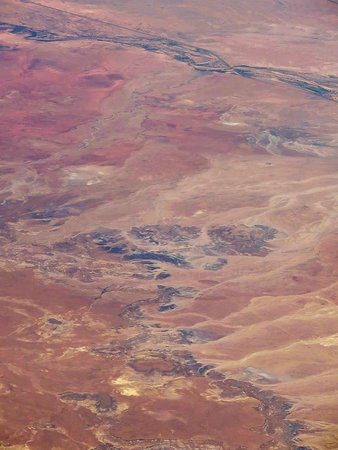 United Airlines: UA739 DEN to PHX A-319 FC Seat 2F - Over the Painted Desert