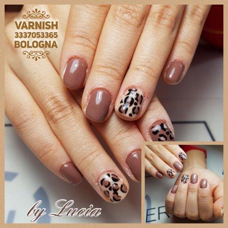 Bolonha, Itália: Il vero e solo salone delle unghie di Bologna