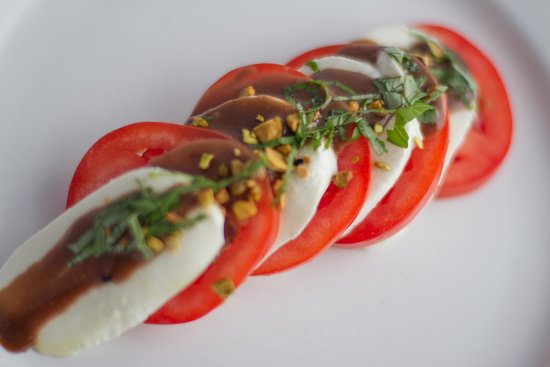 Loft Bar and Bistro: Fresh Mozzarella and Tomatoes