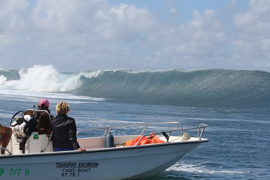 Teahupoo: one of the best and hard wave for surfing!