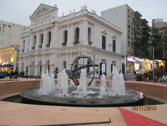 Largo do Senado (Senado Square): fountain at Senado Square