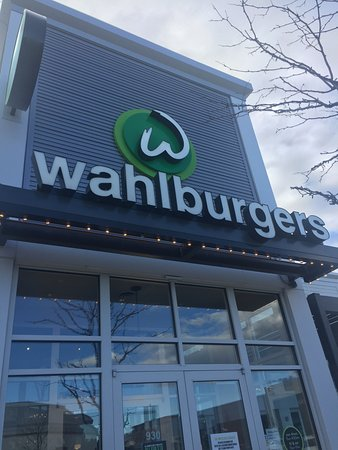 Lynnfield, MA : At Wahlburgers