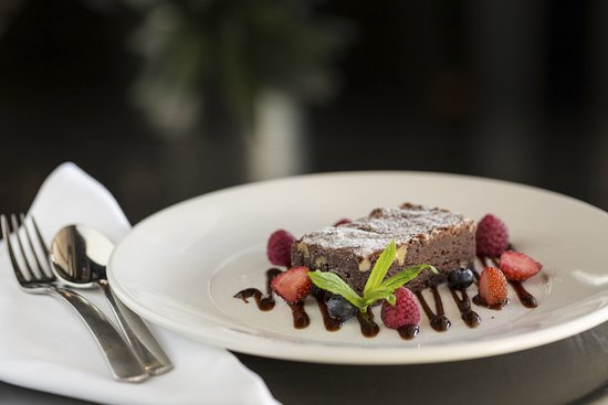 Atura Roadhouse Bar and Grill: Delicious brownie!