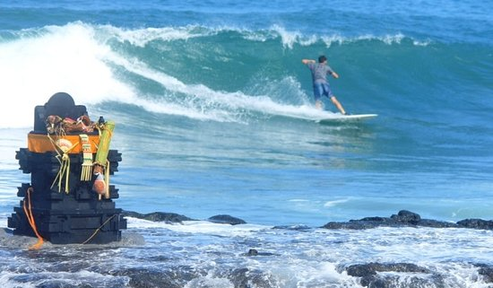 rentasurfboard Legian: riding next to Batu Bolong templs