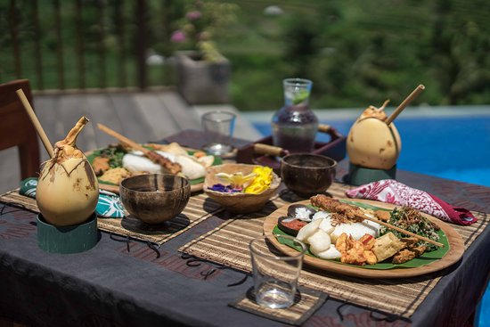 Lunch at Villa Iseh by WHM