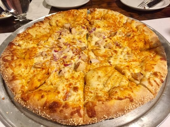 The Last Chair Bar & Grill: Buffalo chicken pizza