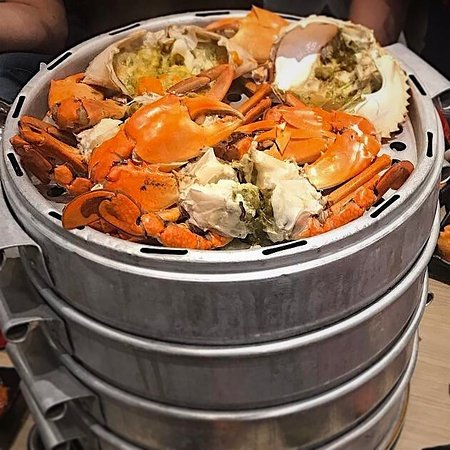Steamed Sri Lanka Crab with Rich Golden Roe