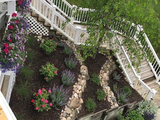 Pentwater, MI: Hexagon House Gardens