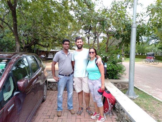 Spanish couple travel with nethulankatours.