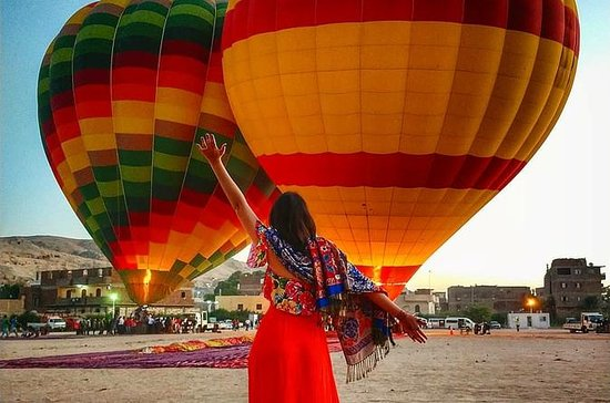 Soluppgång Hot Air Balloon Ride över ...