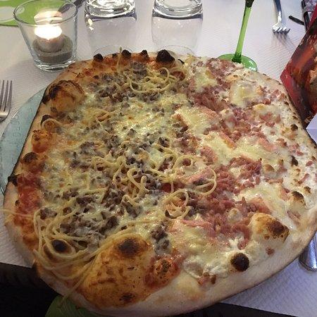 Pizzas énormes !!!super ingrédients,bonne qualité et le prix attrayant .
