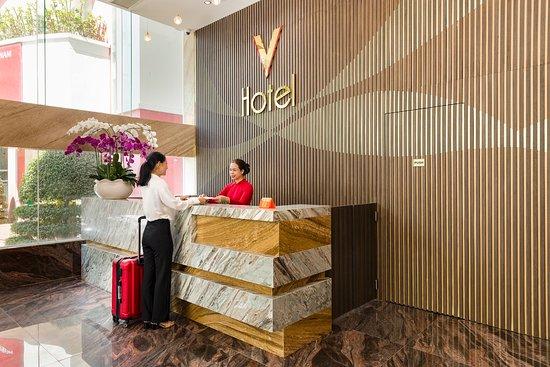 V Hotel Nha Trang: Front desk