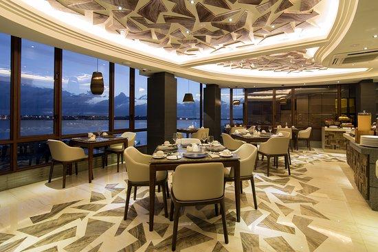 Samann Grand: Restaurant