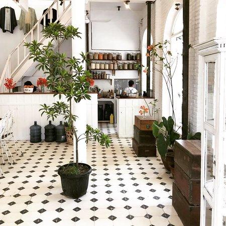 Open kitchen downstairs