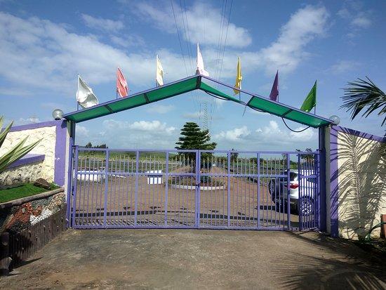 Tropica Farms: Entrance