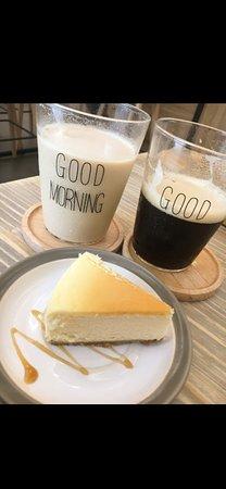 三五好友,享有杯咖啡休閒的時光。