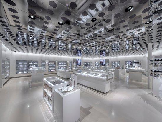 Swarovski Kristallwelten Store Innsbruck: Weitläufige Einkaufsmöglichkeiten.